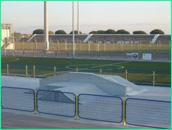 Création d'un terrain de foot Hat-Trick et d'un skate park au GRAU DU ROI (30)